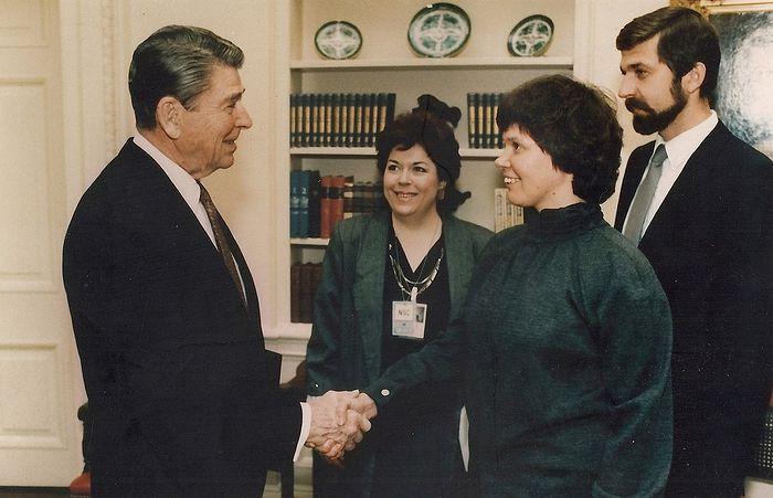 Встреча Игоря Геращенко и Ирины Ратушинской с Рональдом Рейганом. Принять американское гражданство они отказались