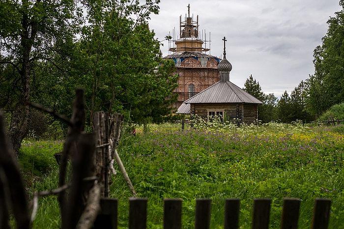 Свято-Троицкий скит и Знаменская часовня. Фото: Сергей Бобылев/ТАСС