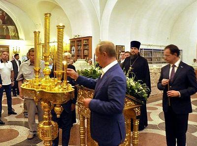 Президент России Владимир Путин посетил Свято-Владимирский собор в Херсонесе