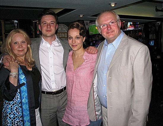 С сыном Виталием, Илоной и актрисой Анной Дубровской