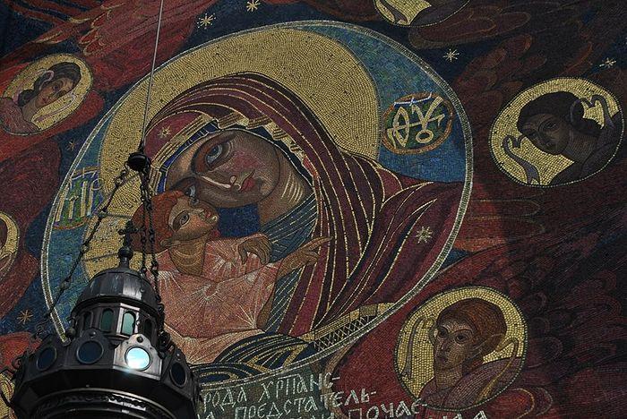 Мозаичная роспись над центральным входом Троицкого собора