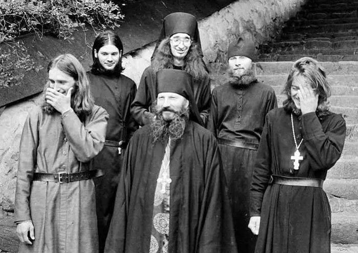 Монахи Псково-Печерского монастыря, архивное фото из открытых источников