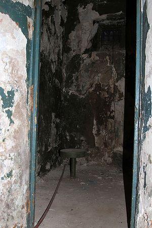Камера в бывшей внутренней тюрьме ОГПУ НКВД г. Сыктывкара, где проходили допросы в 1937-38 годах. Фото предоставлено пресс-службой МВД Республики Коми