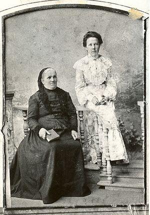 Мама священномученика Григория, Анна Александровна, с дочерью Александрой