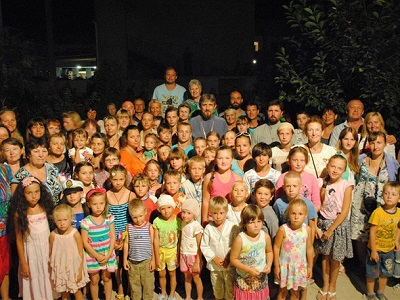 Воспитанники воскресной школы Дебальцево и их родители отдохнули в Крыму
