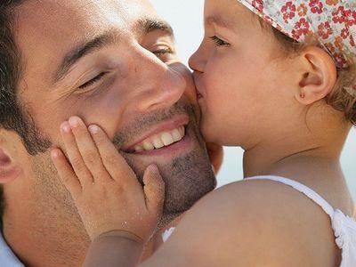 Как девочка учится быть женой и матерью?