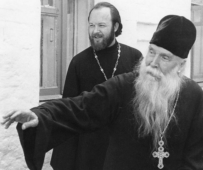Отец Сергий Орлов и отец Валериан Кречетов в Акулове, 1974 г