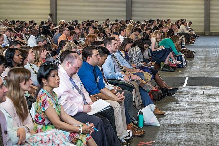 """Собрание организации """"Свидетелей Иеговы"""" Фото: © Merlin Meuris/Global Look Press"""