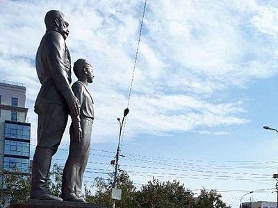 Протоиерей Александр Новопашин освятил восстановленный памятник святым царственным страстотерпцам