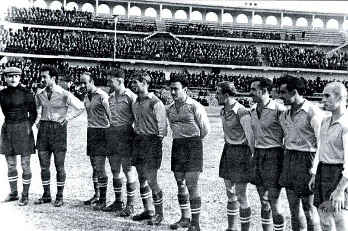 Юношеская команда Динамо(Тбилиси). Зураб Соткилава в центре