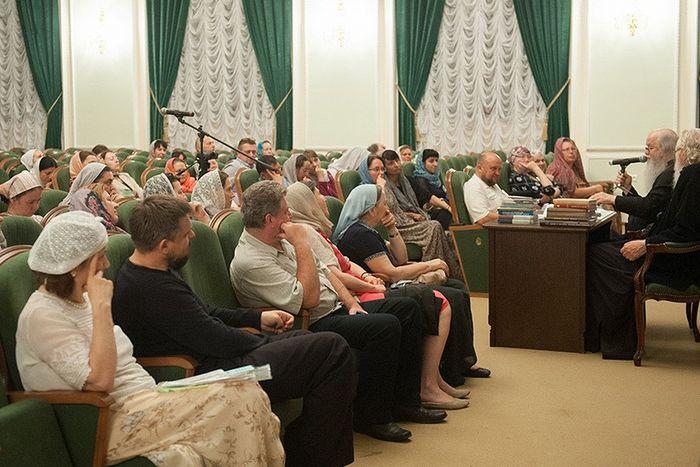 Слушатели ЦДО МДА на беседе с протоиереем Владимиром Волгиным