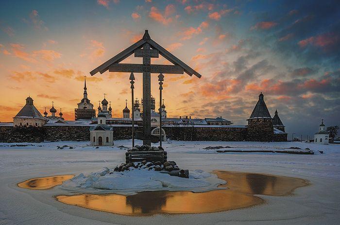 Соловки, крест в бухте Благополучия. Фото Николай Гернет