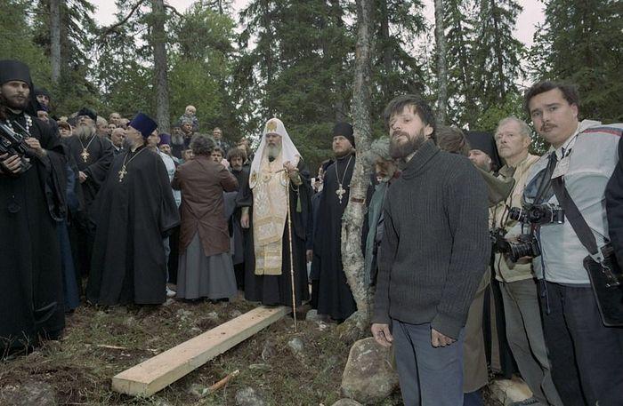 Святейший Алексий II на Секирной горе при установке первого креста. 1992 год