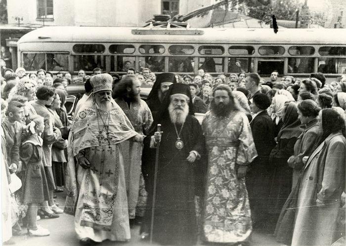 Протопресвитер Николай Колчицкий; иподиакон Платон (Лобанков); Святейший Патриарх Антиохийский Феодосий VI. 1959 г.
