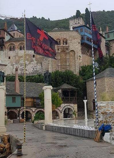 Црне заставе у манастиру Дохијар