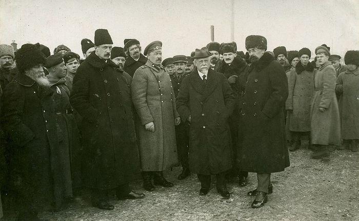 Генерал-лейтенант Сергей Николаевич Розанов (в центре)