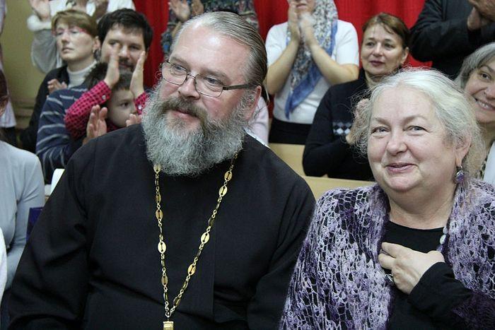 О.Константин - духовник гимназии, Т.И.Лещева - директор