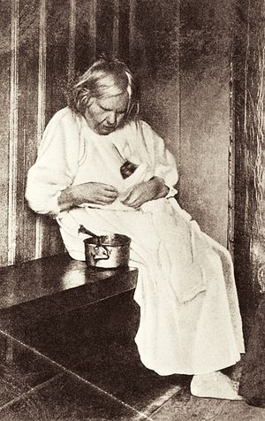 Blessed Prascovia Ivanovna with a kitten. Beginning of the 20th C. Photo: nne.ru