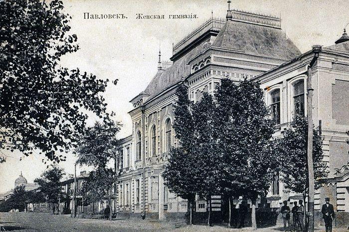 Павловск. Женская Ольгинская гимназия. Дореволюционная открытка.
