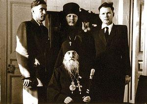 Архиепископ Мануил с иеромонахом Иоанном и помощниками