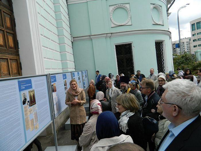 На открытии выставки. её организатор Светлана Волина