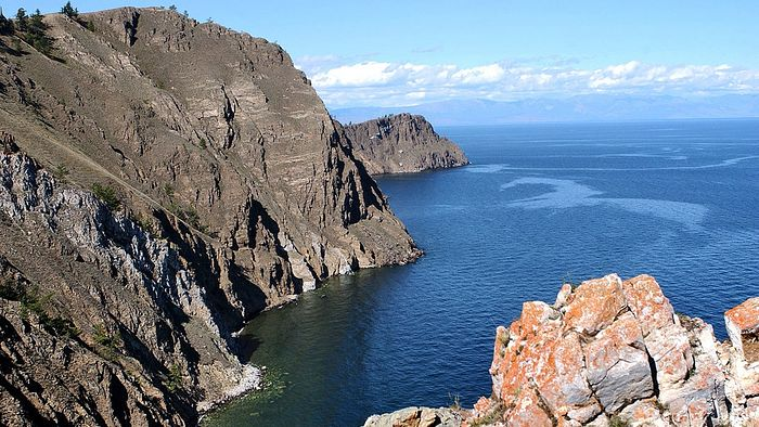 Вид на озеро Байкал с самой северной точки острова Ольхон мыса Хобой. Фото: Евгений Епанчинцев/ТАСС