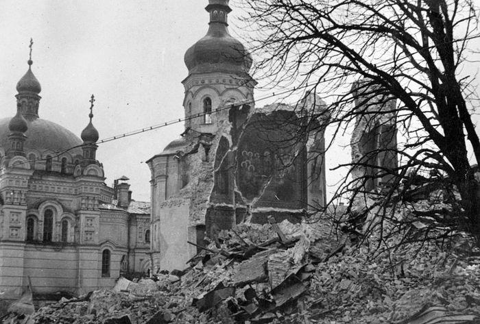 Руины Успенского собора после взрыва 3 ноября 1941 г.