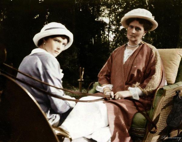 Государыня Императрица Александра Фёдоровна и Великая Княжна Татьяна Николаевна