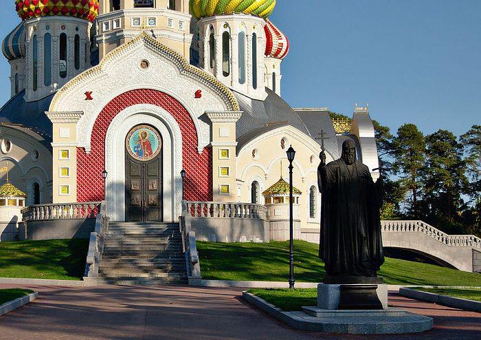 Памятник святителю Филиппу в Ново-Переделкино