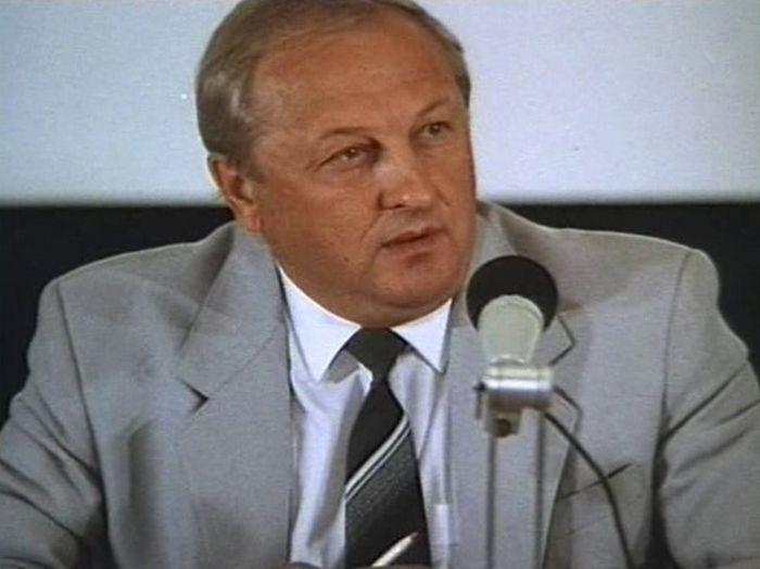 Эдуард Эргартович Россель. С 1991 по 1993 год - глава администрации Свердловской области