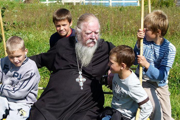 Протоиерей Димитрий Смирнов со своими воспитанниками