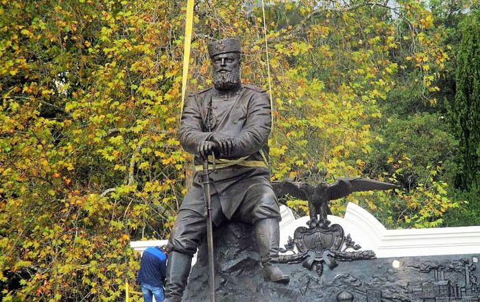 В Ливадии установлен памятник императору Александру III