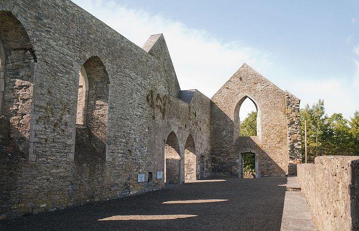 Руины монастыря Ахабо графства Лиишь, Ирландия