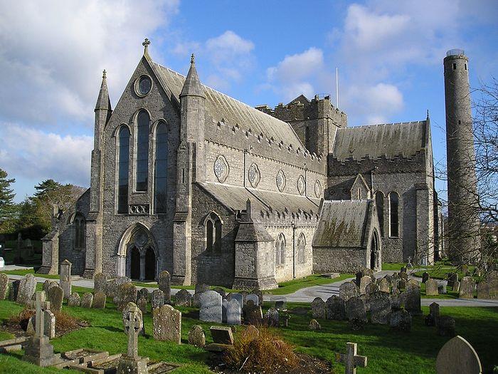 Кафедральный собор св. Каниса и круглая башня в Килкенни, Ирландия