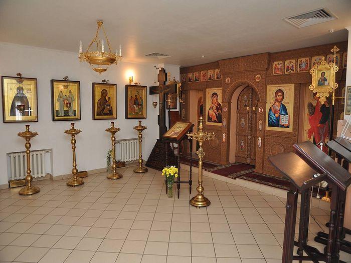 Крестовоздвиженский храм изнутри