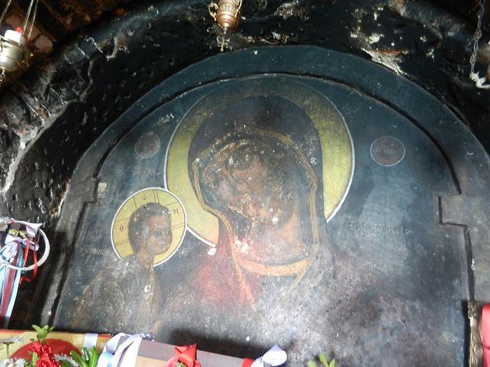 Панагия Мегаломата - чудотворная икона Богородицы XV века_ написанная на камне.
