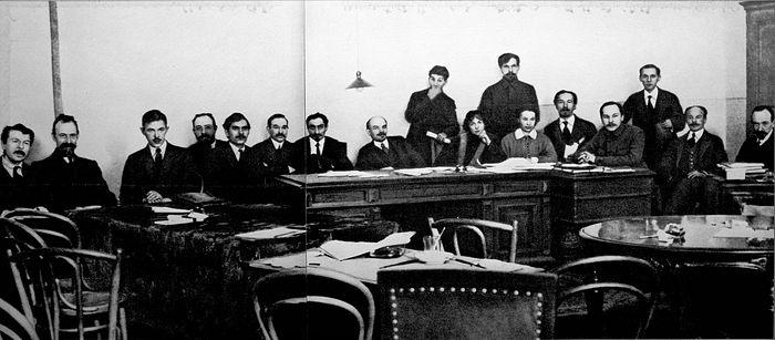 Совет народных комиссаров — правительство России во главе с В. И. Лениным
