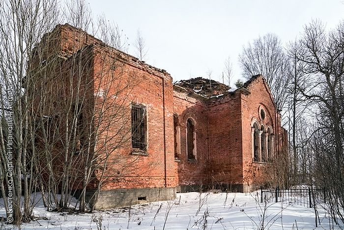 Сергиевская церковь в Большой Ящере Лужского района Ленинградской области. 2012 год