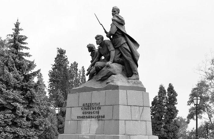 Памятник «Мужеству, стойкости, верности комсомольской», Севастополь, Россия.