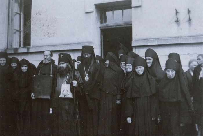 Vladyka John with Lesna Convent's sisters.