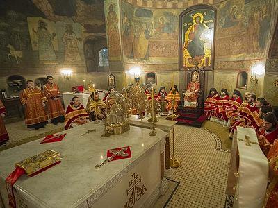 Ночная Божественная Литургия в Сретенской духовной семинарии