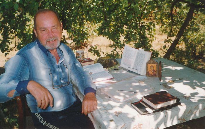 Алексей Солоницын. Мой рабочий стол под яблоней. 1989 г.