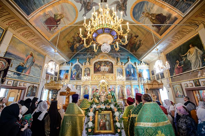 Внутри храма архангела Михаила.
