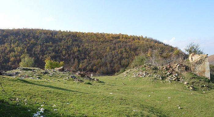 Фото ГрачаницаОнлајн: Остаци манастира Светих Архангела Михаила и Гаврила у Бузовику