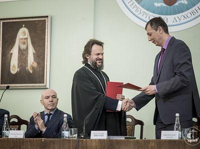 ФСБ России передала Санкт-Петербургской духовной академии конфискованные иконы