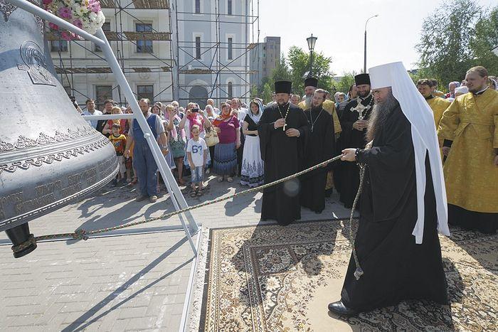 Колокол, отлитый к 200-летию Карповской церкви в Нижнем Новгороде. Точно такой же оглашал ее окрестности до революции