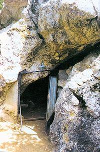 Вход в аскитирий в монастыре преподобного Давида Эвбейского