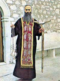 Отец Иаков с епитрахилью, посохом и кадилом преподобного Давида Эвбейского, 1976
