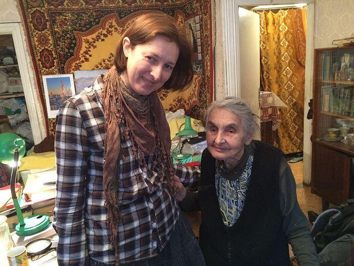 Муза Викторовна Лисовская (справа)