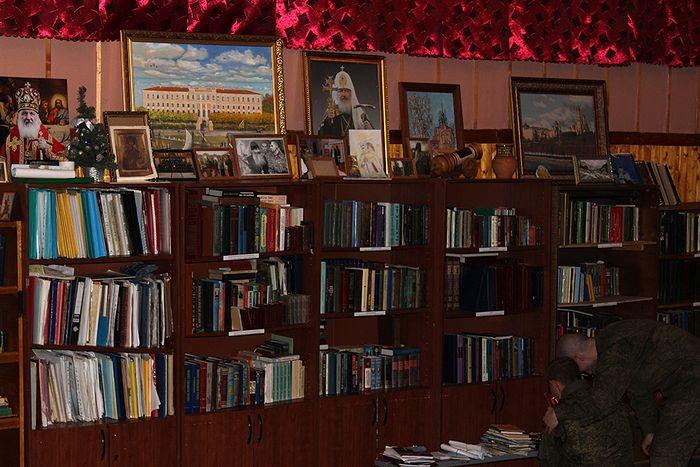 В библиотеке воинской части